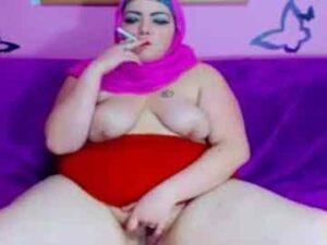 Arab BBW Smoking Naked Cam